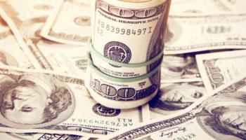 Dólar cai com exterior favorável e mira R$5,00 no primeiro pregão de